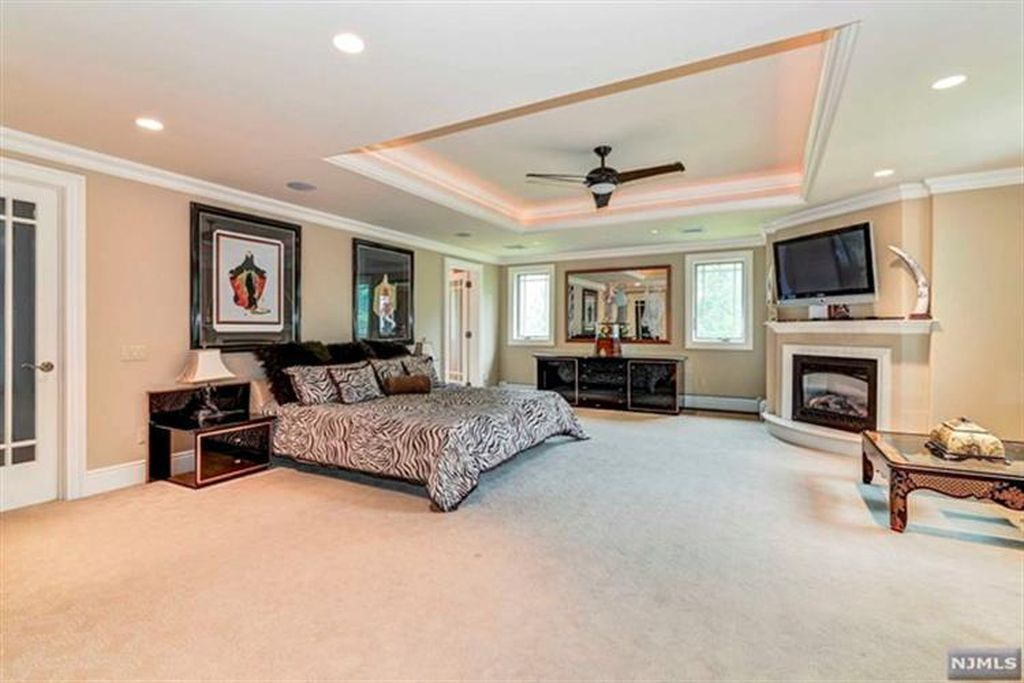 For Sale 2 695 000 The Virtual Tour Link For This Listing Contains An Enormous Amount Of Relevant Information Including A Compr Room Dimensions Home Paramus