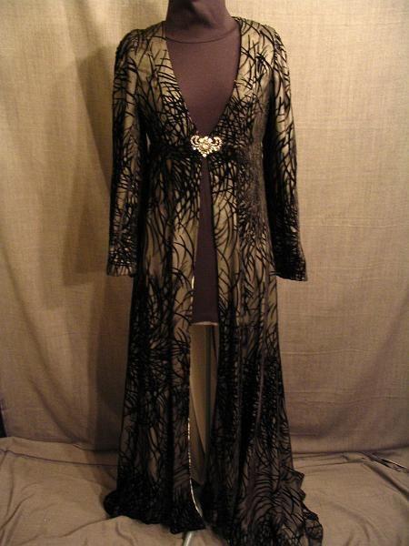 Mirkwood white silk medieval silk bathrobe velvet fabric gowns festival jpg  450x600 Medieval silk robes dffb20637