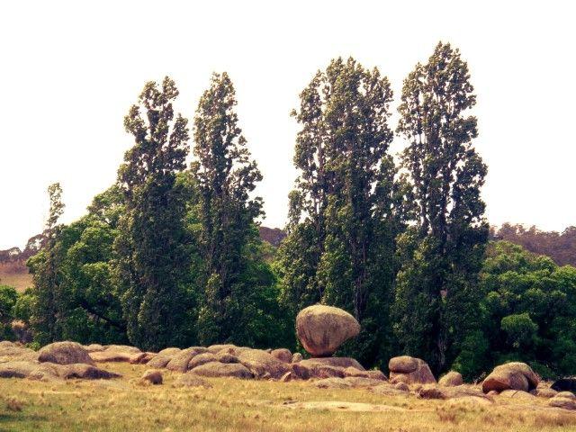 Balancing Rock. Glen Innes, NSW. Wonders of the world