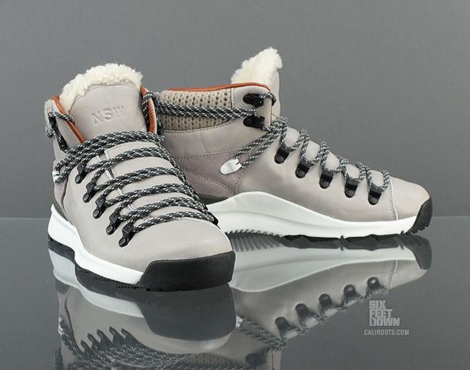 Nike Wmns Astoria PRM NSW TZ (553439 001)