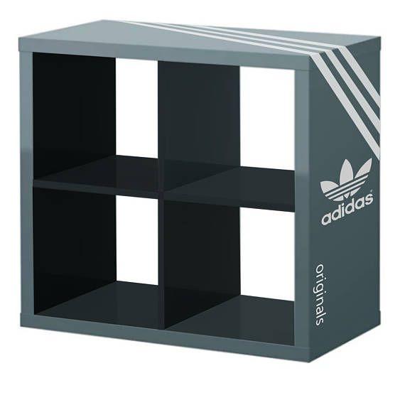 Adidas Schuh Schrank Mit Dekor In Zwei Tonfarbe Gestylt Speichert