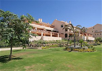 €1900 Per Month  Alhambra del Golf Penthouse for Rental, huge four bedroom penthouse for long term rental. This property offers light and airy accommodation in a highly desirable location only 400 meters to the beach and within easy reach of Puerto Banus and Marbella.