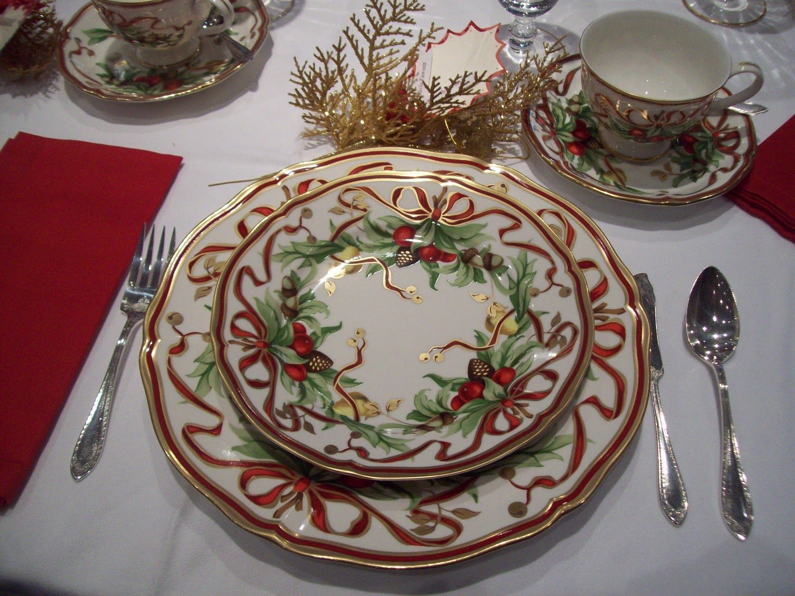 christmas china dinnerware | Miss D. used some Italian china sheu0027s enjoyed. She has fun napkin . & christmas china dinnerware | Miss D. used some Italian china sheu0027s ...