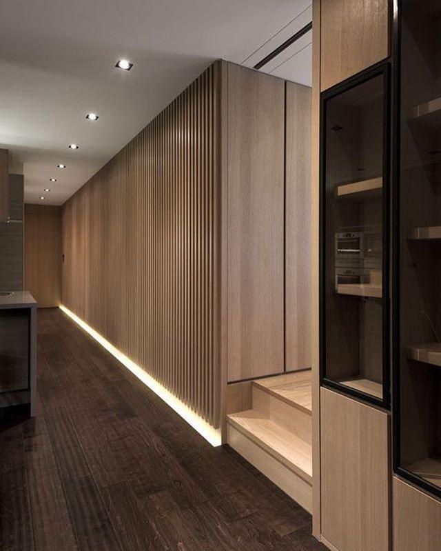 узкий коридор встроенный шкаф освещение фото самого