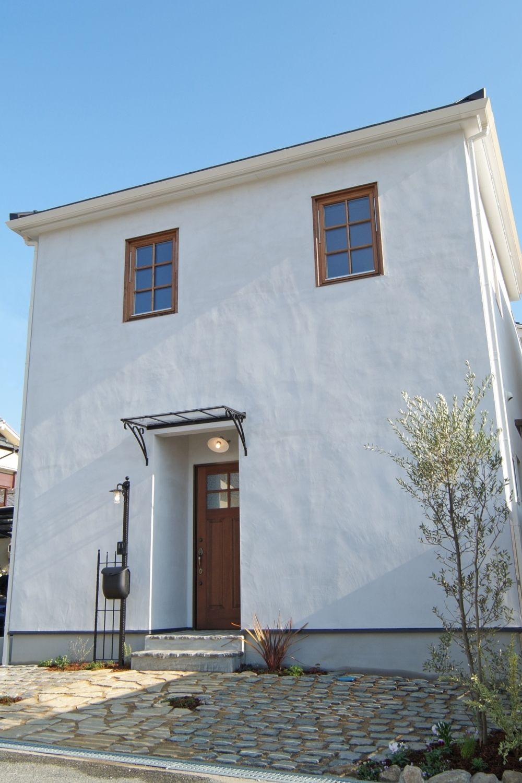 中庭のあるフレンチシック 明石 自然素材の家 木の家 漆喰外壁