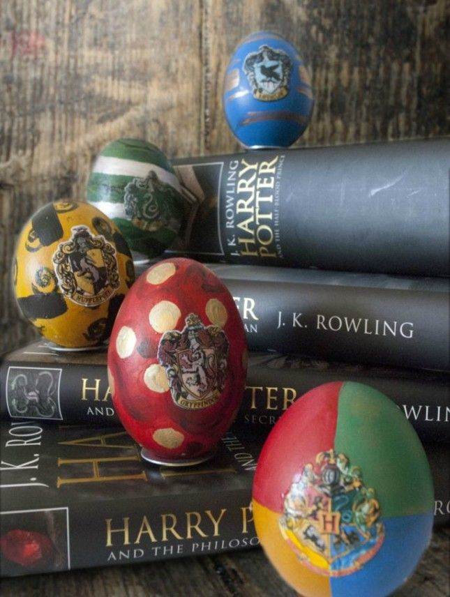 Geek Out With 22 Pop Culture Inspired Easter Eggs Harry Potter Easter Eggs Harry Potter Crafts Harry Potter Pin