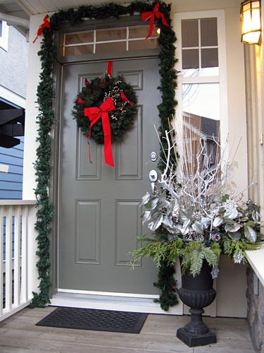 Asymmetrical Entryway Christmas Front Door Decorating