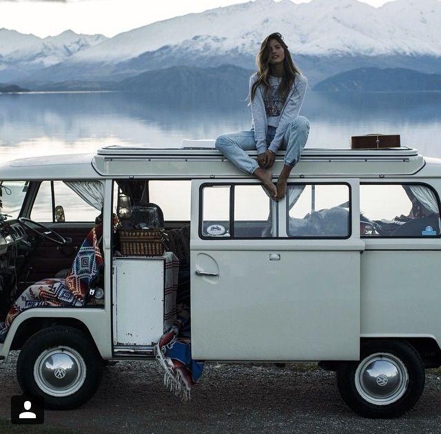 louer ou acheter un van faire ses affaires et prendre la route pour une destination lointaine. Black Bedroom Furniture Sets. Home Design Ideas
