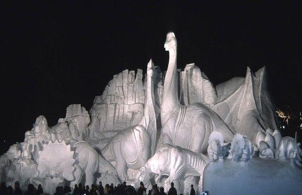 http://www.bernerhofinn.com/blog/wp-content/uploads/2013/01/snow_sculpture6.jpg