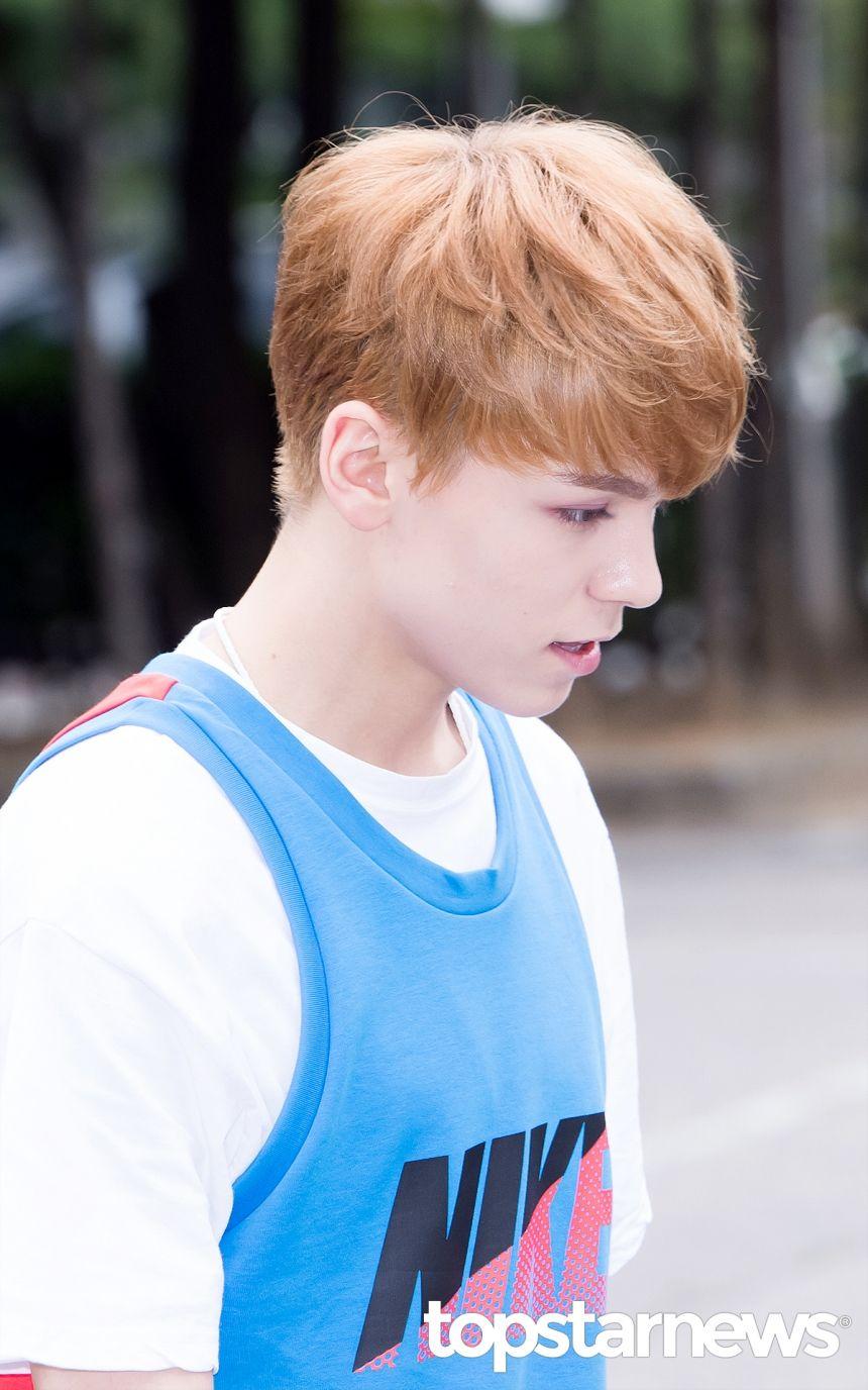 [HD포토] 세븐틴(SEVENTEEN) 버논 잘생김이 덕지덕지 (뮤직뱅크 출근길) #topstarnews