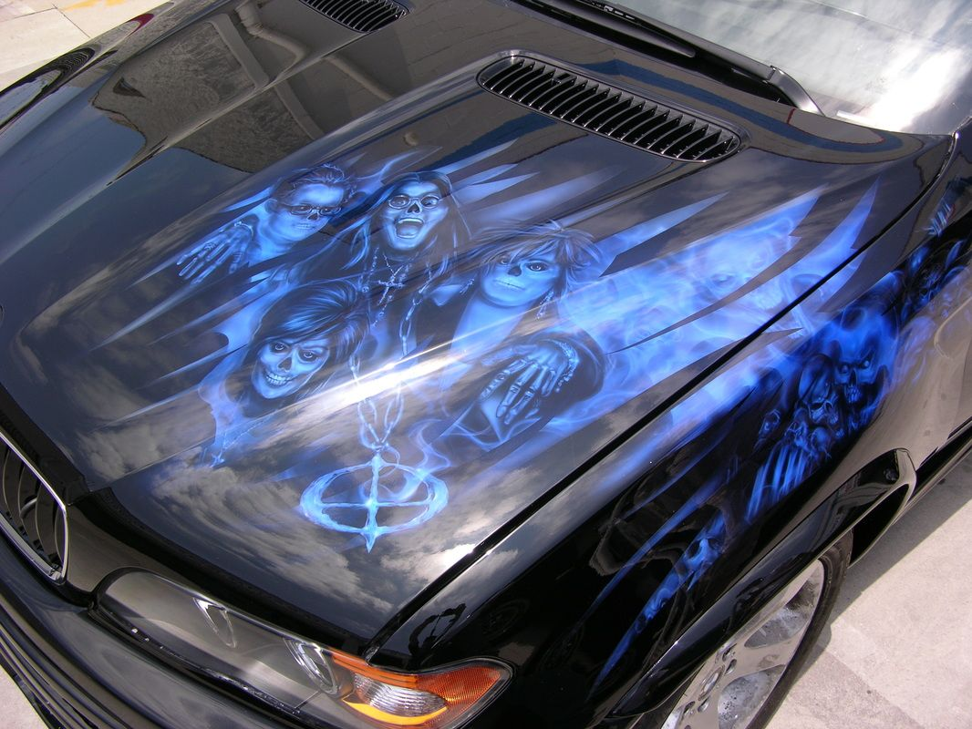 Airbrushed mural of ozzy sharon jack and kelly osbourne for Airbrush car mural