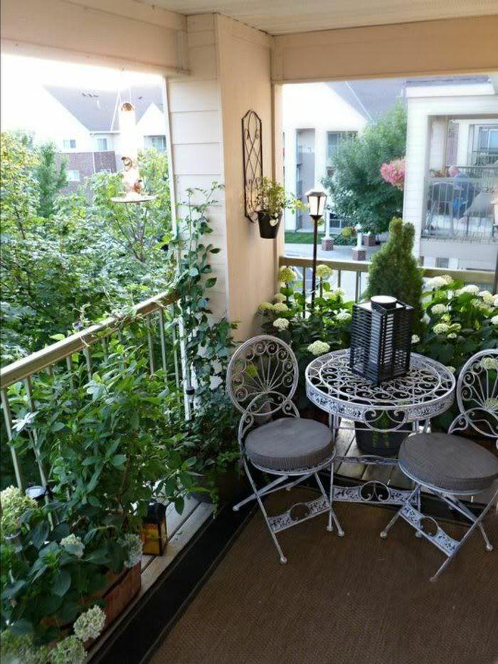 decoracion-habitacion-sillas-mesa-de-metal-blanca-plantas-flores ...