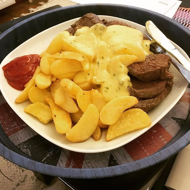 Kokkailumättöä #wedgepotato #steak #bearnaise #foodporn #food  Yummery - best recipes. Follow Us! #foodporn