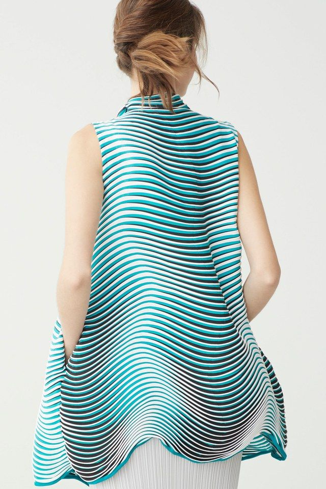 Clothing By Baking It In An Oven By Issey Miyake: Issey Miyake Resort 2018 Fashion Show In 2020
