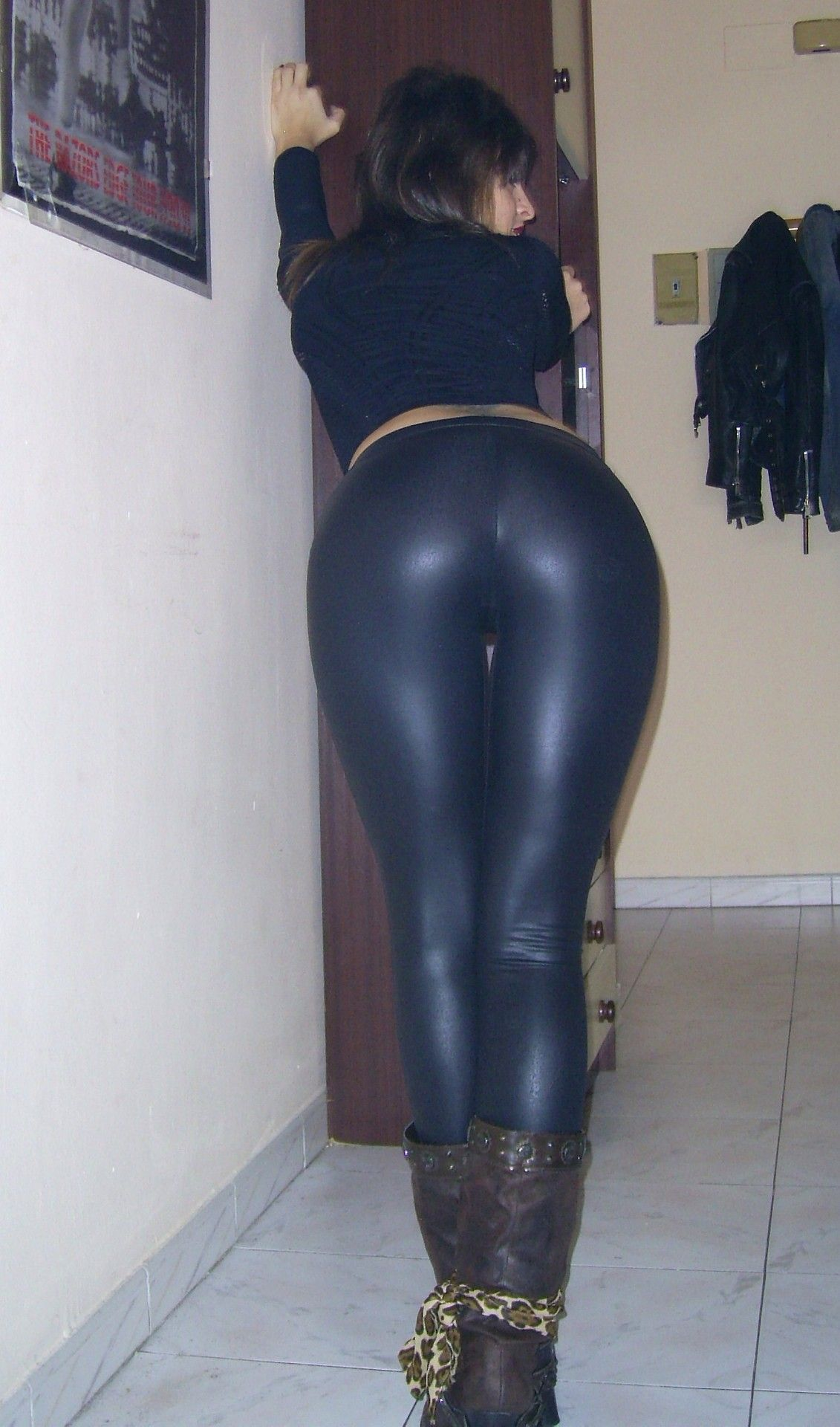 Can not skin tight leather pants butt pity, that