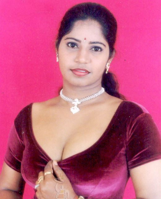 Indian Aunty Big Boobs Pictures   bra n boobs