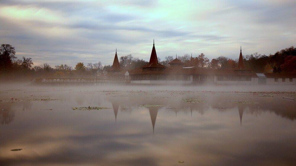 Билеты на самолет венгрия озеро хевиз купить авиабилет канада москва