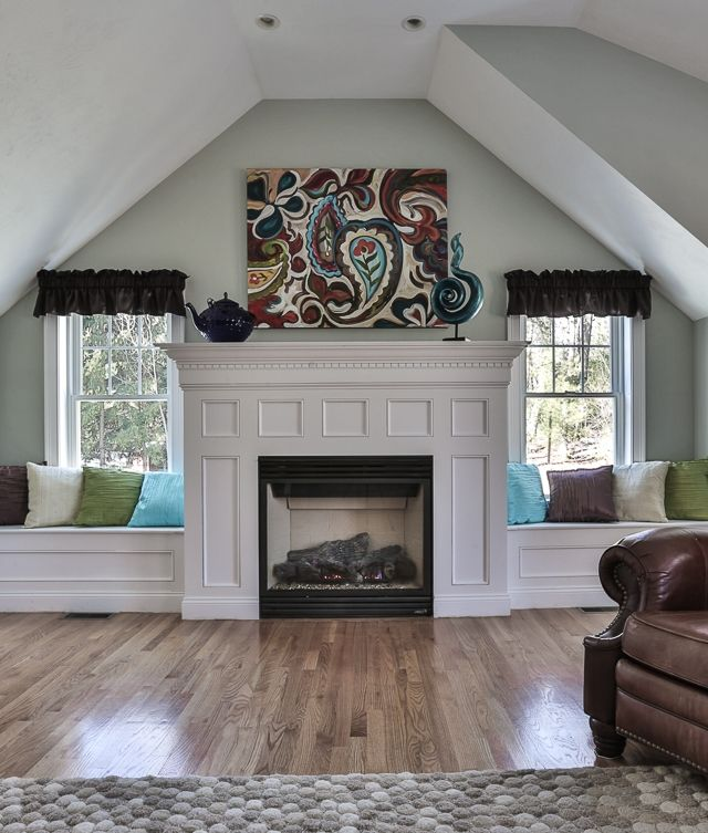 Love The Window Seats Beside The Fireplace Family Room Decorating Pintere