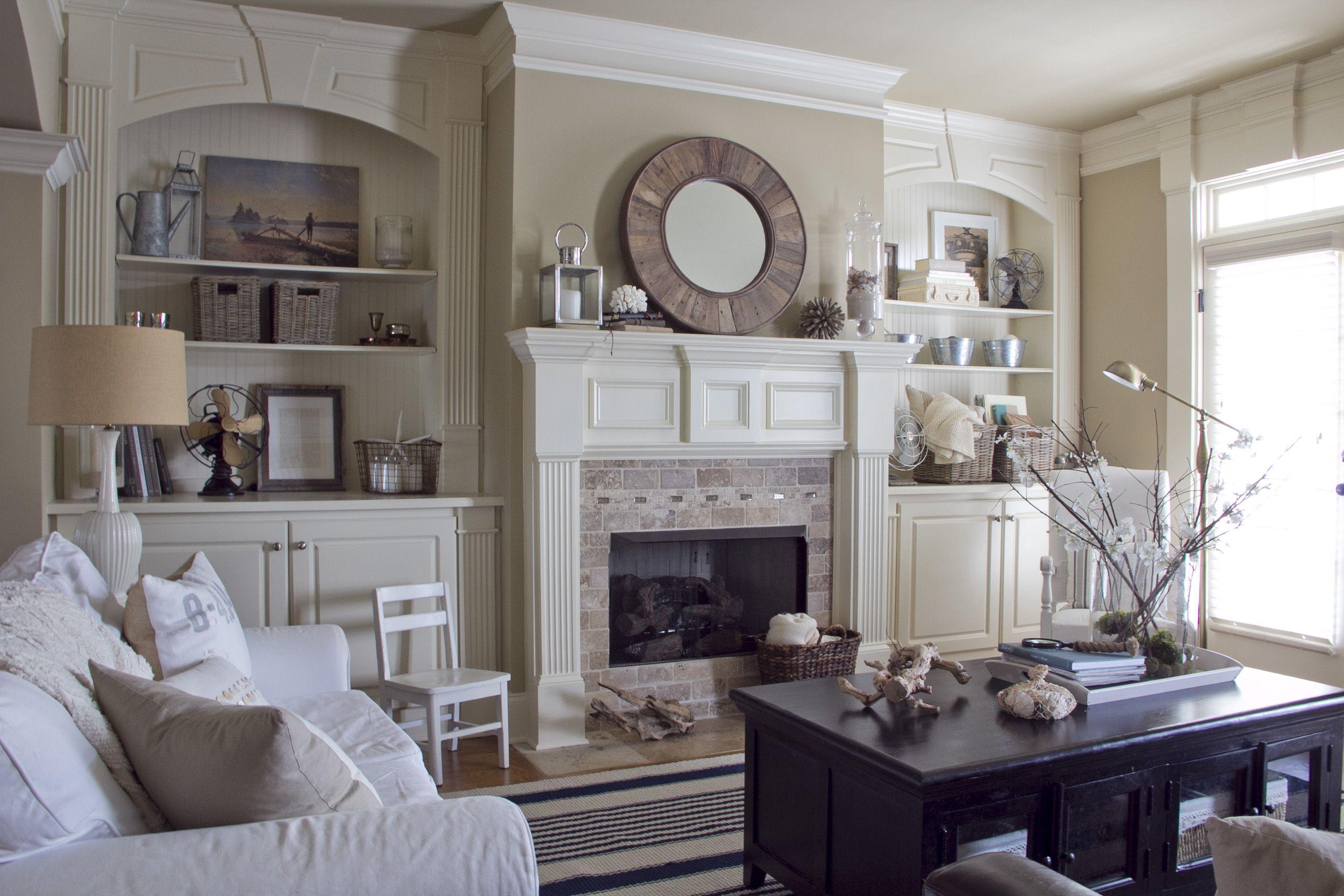 living room built in bookshelves