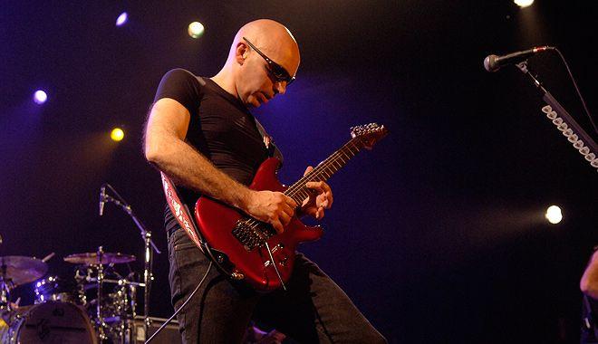 Joe Satriani utiliza d'Addario EXL 110