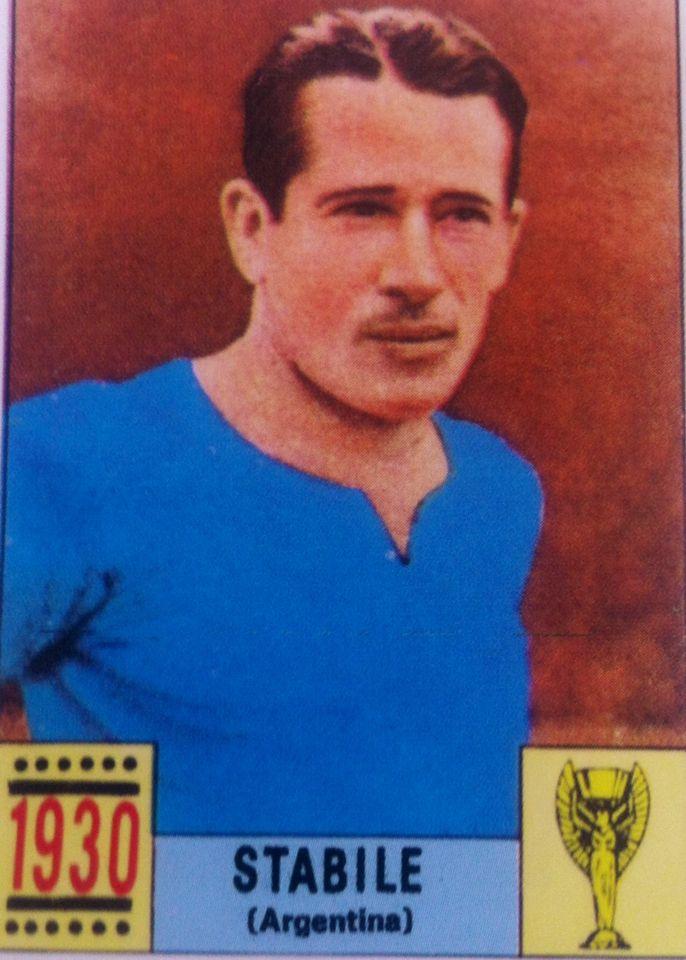 Guillermo Stabile, El Filtrador, maximo anotador del Mundial 1930 marcando 8 goles con Argentina. Anoto mas de 100 goles con Huracan y luego emigro a Europa. Gran delantero de los primeros tiempos del futbol