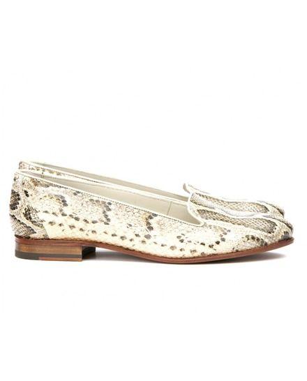 0df1cd29 Mocasines de mujer Mister Shoes de piel en color beige y negro ...