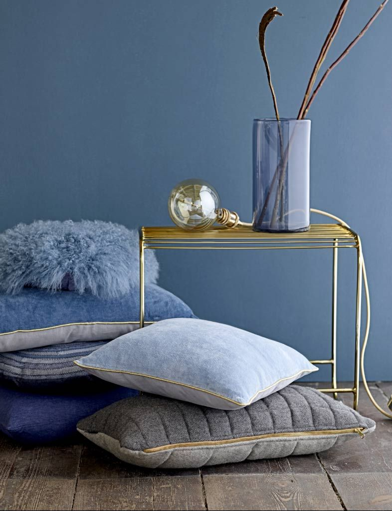 The Scandinavian Secret To Make Your Home Feel Bigger! Wandfarben, Blaue  Wohnzimmer, Esstisch