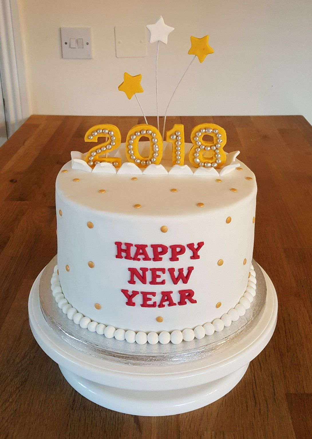 Happy New Year Cakes With Images New Year S Cake New Year