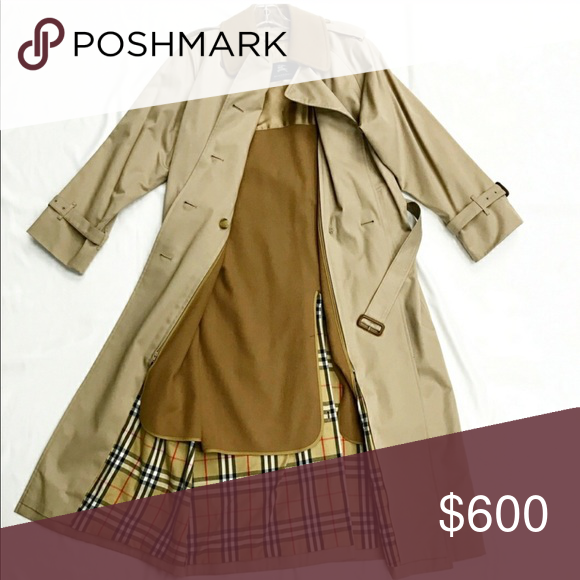 3a3bcd54a68 Burberry trench coat Hi everyone! This trench coat is in very good  condition