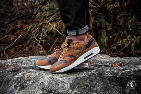 save off 61fcd e71db Nike Air Max 1 Premium Leather Ale Brown Golden Beige-Baroque Brown heren  sneakers   Sneaker District