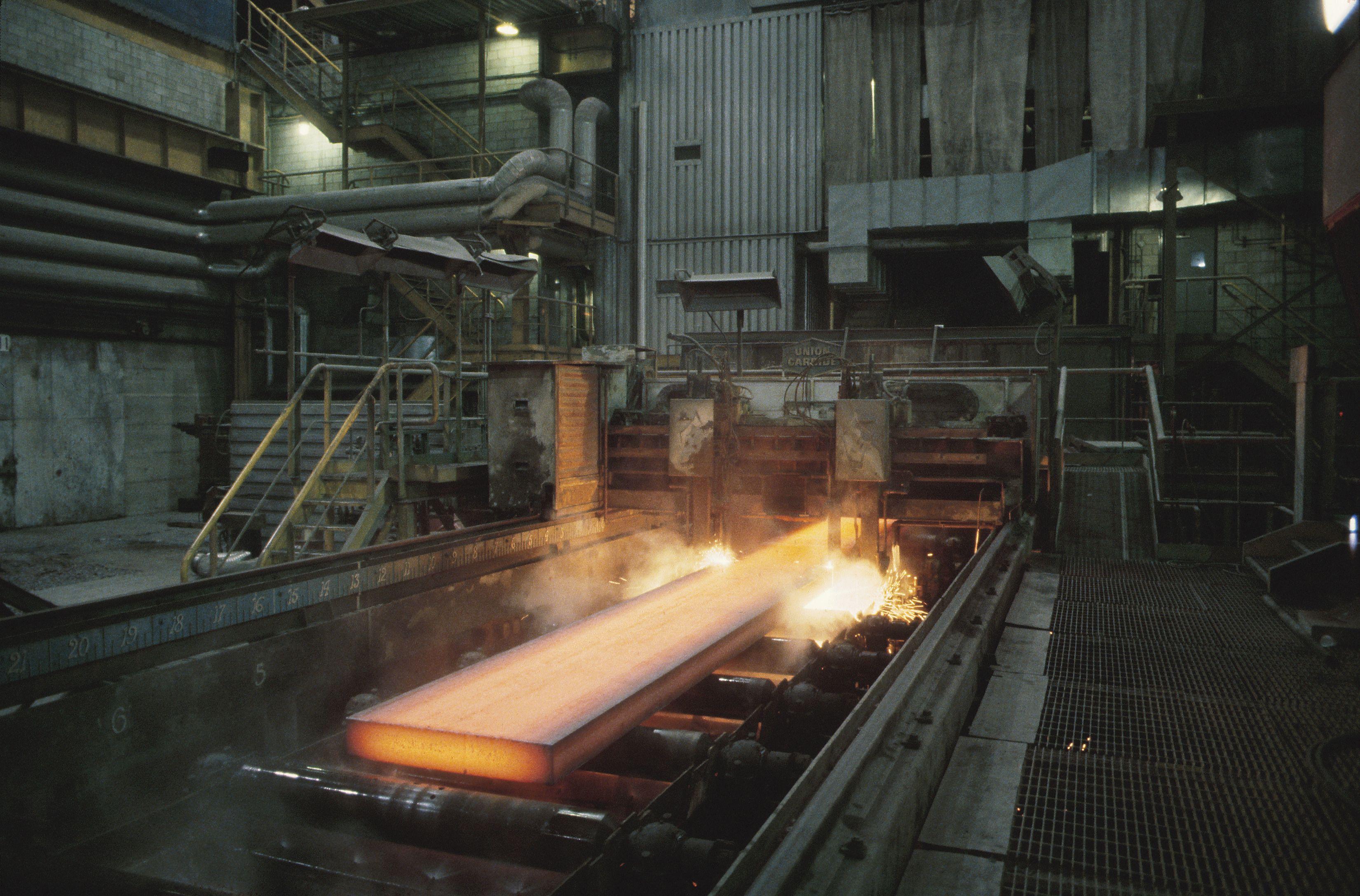 How To Heat Treat 1095 Steel Ehow Com In 2020 1095 Steel Heat Treating High Carbon Steel