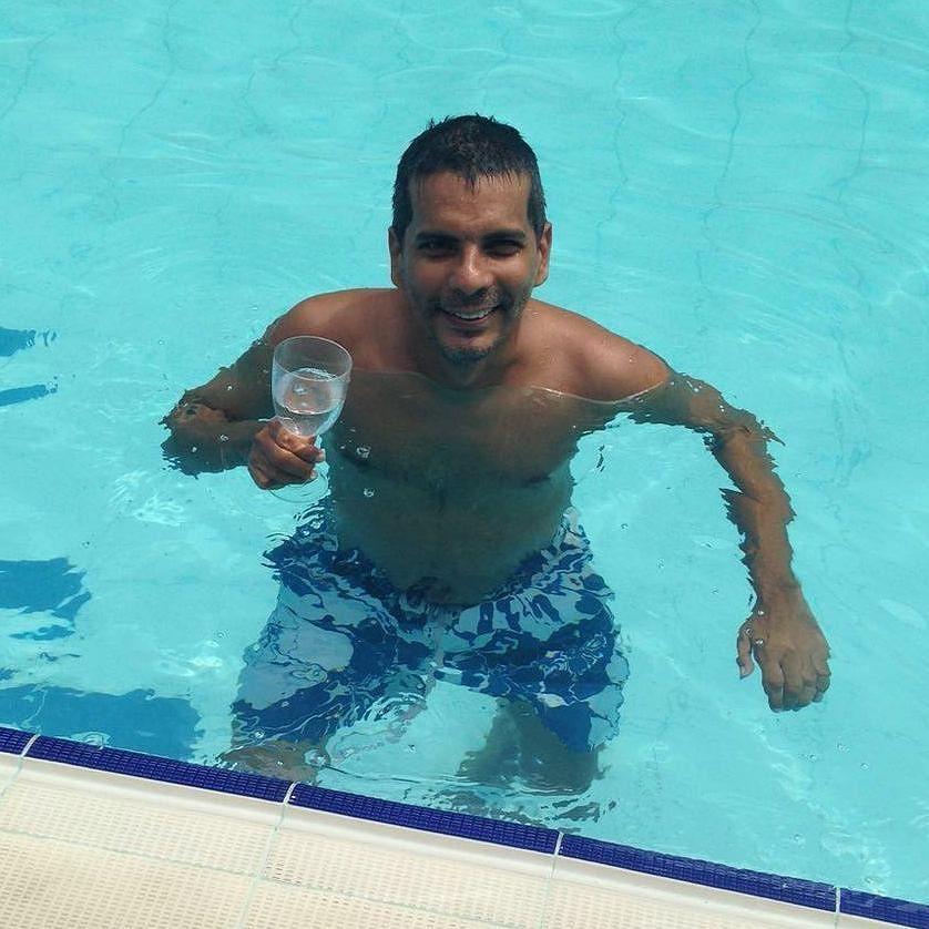 Pool salute