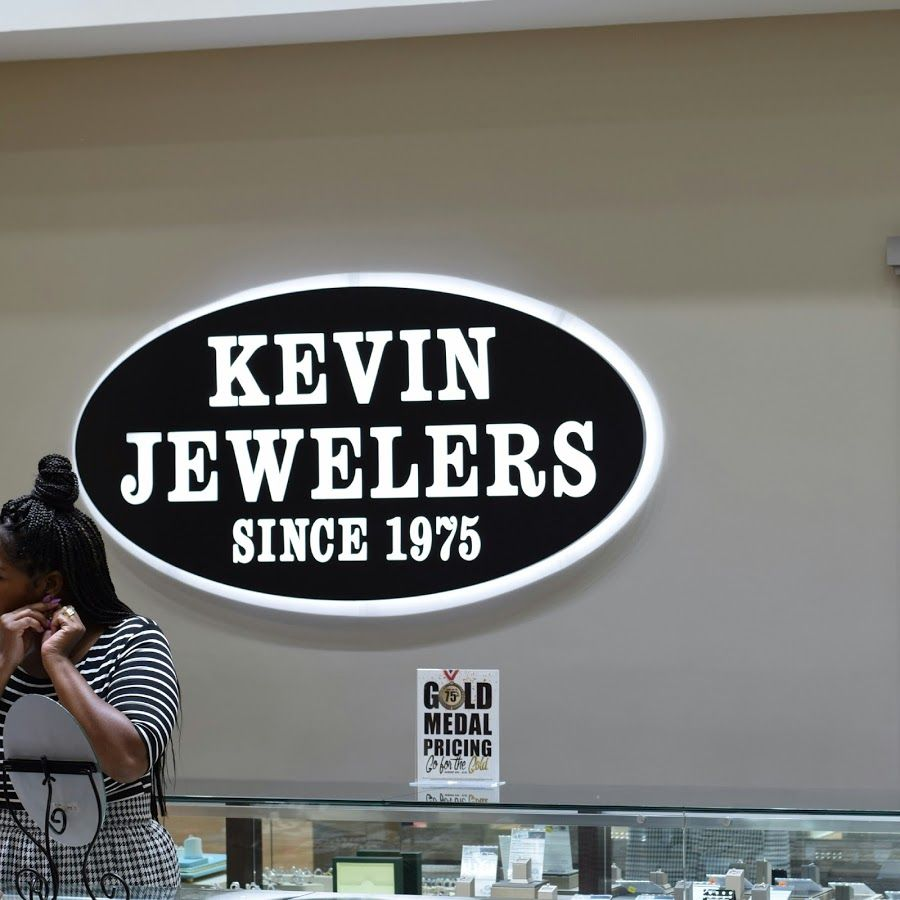 Joi 30 Plussize style blogger Kevin Jewelers Brand Influencer