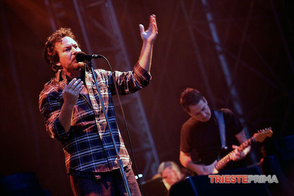 Eddie Vedder - Stone Gossard | Pearl Jam | Trieste, Italy 6/22/14  (foto di Simone di Luca) (14)