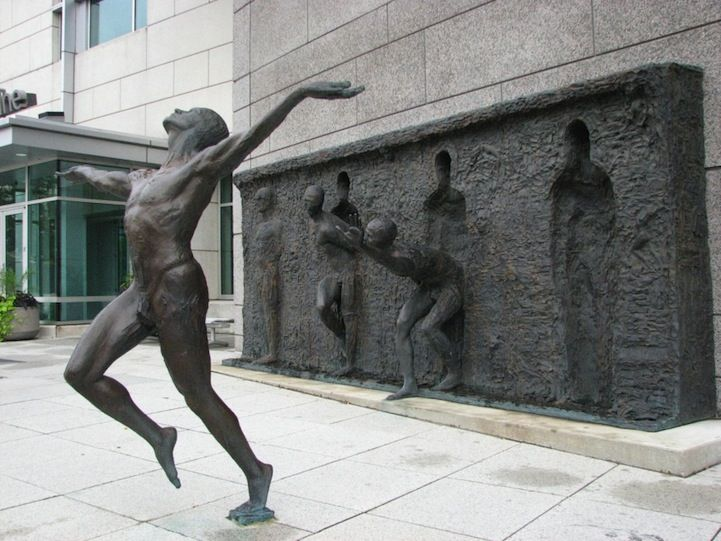 Freedom:  Not since Paige Bradley' Expansion have I been this intrigued with a sculpture. A 20 feet long, 8 feet high sculpture called Freedom, is currently located in front of the GSK World Headquarters in Philadelphia, PA. In 2000, sculptor Zenos Frudakis created it around our universal need to break free from a situation, be it an internal struggle or an adversarial circumstance.