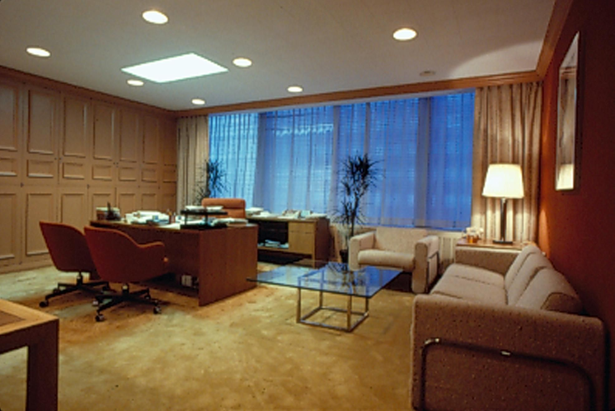 Vp executive office this office uses furniture carpeting for Small executive office design