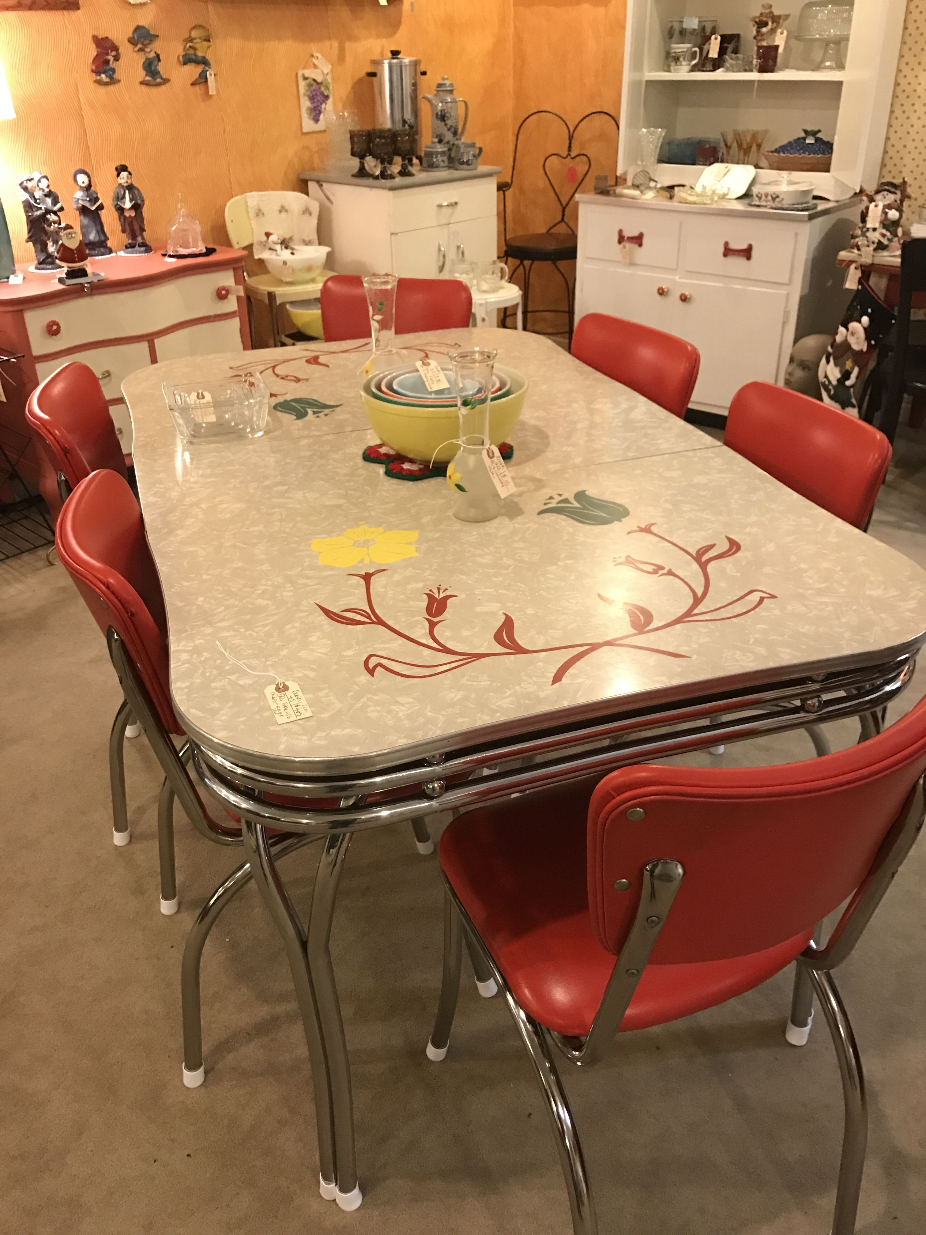 21 Marvelous Furniture Kitchen Vintage That Will Make Your Home Look Fantastic Retro Kitchen Tables Vintage Kitchen Table Retro Dining Table