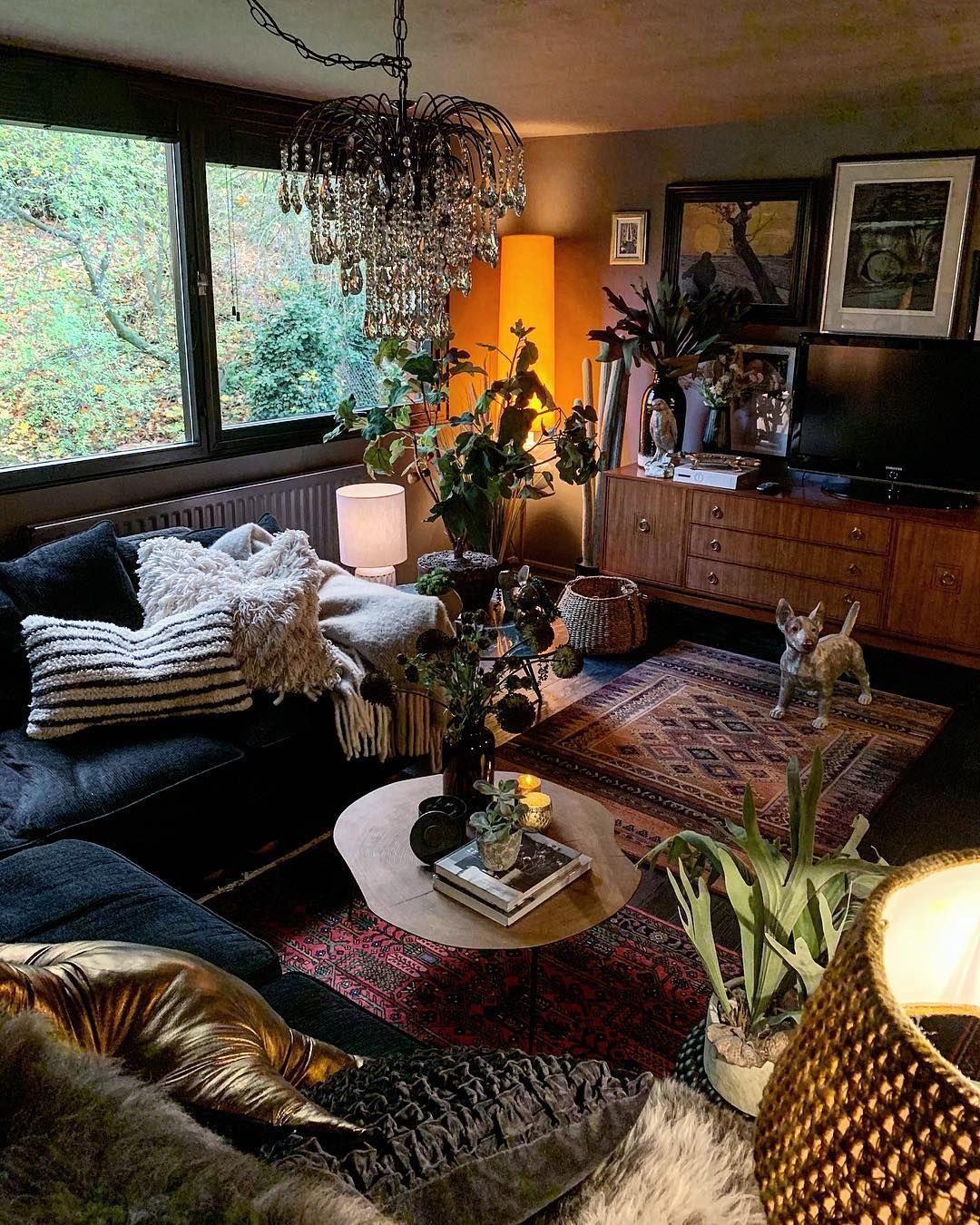 Dark, cozy and cluttered 🖤   Dream rooms, Zen room, Dark ...