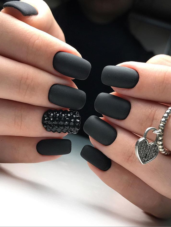 Short Black Nails Black Nails Short Black Square Nails Black Nails Acrylic Black Nails Short C In 2020 Rounded Acrylic Nails Square Nail Designs Short Square Nails