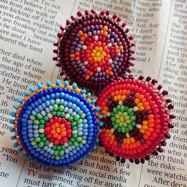 約3.5㎝  ピンバッチタイプ * ¥1900(税込み) * バックやハット、お洋服につけても👍 * #ハンドメイド #ビーズ #ピン#ピンバッチ #コンチョ #ネイティブ#ネイティヴ#カラフル #ボヘミアン#ヒッピー#ボーホー#オリジナル * #beadwork#beads#handmade#beading#native#bohemianism#accessory#native#boho#grains#colorful#cute