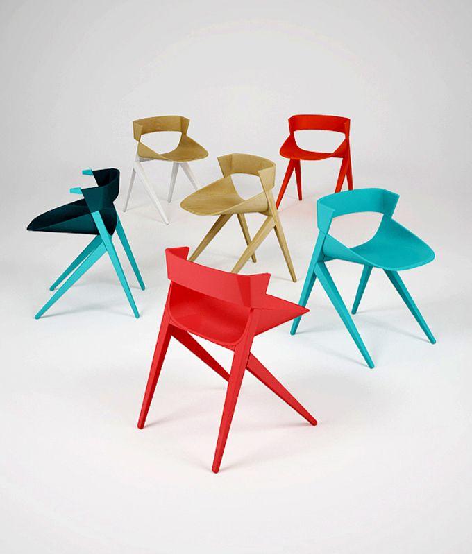 Die abstrakte silhouette dieses stuhls basiert auf der for Quadrat innenarchitektur