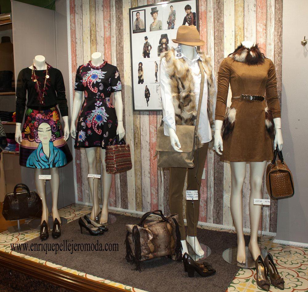 74ed10c0c Escaparate de nuestra tienda de ropa con la nueva colección otoño invierno  moda mujer.