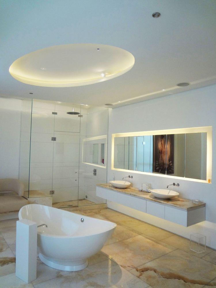 Lu0027éclairage salle de bains LED u2013 conseils et idées élégantes - plafond salle de bain