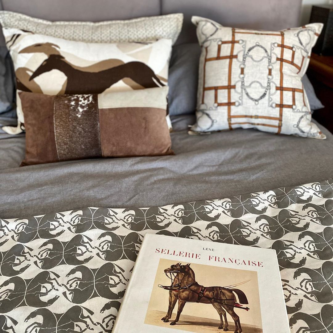 The woven Persian horse fabric as a throw complemented with Pelham Bit and @schumacher1889 Diamond Dogs cushions. The book on the bed is one of my all time best finds - Selerie Francaise - a copy of the 1878 book on French and foreign saddlery. #bedroom #bedroomdecor #bed #equine #horse #cushion #pillow #accessories #bedroomideas #equestrianstyle