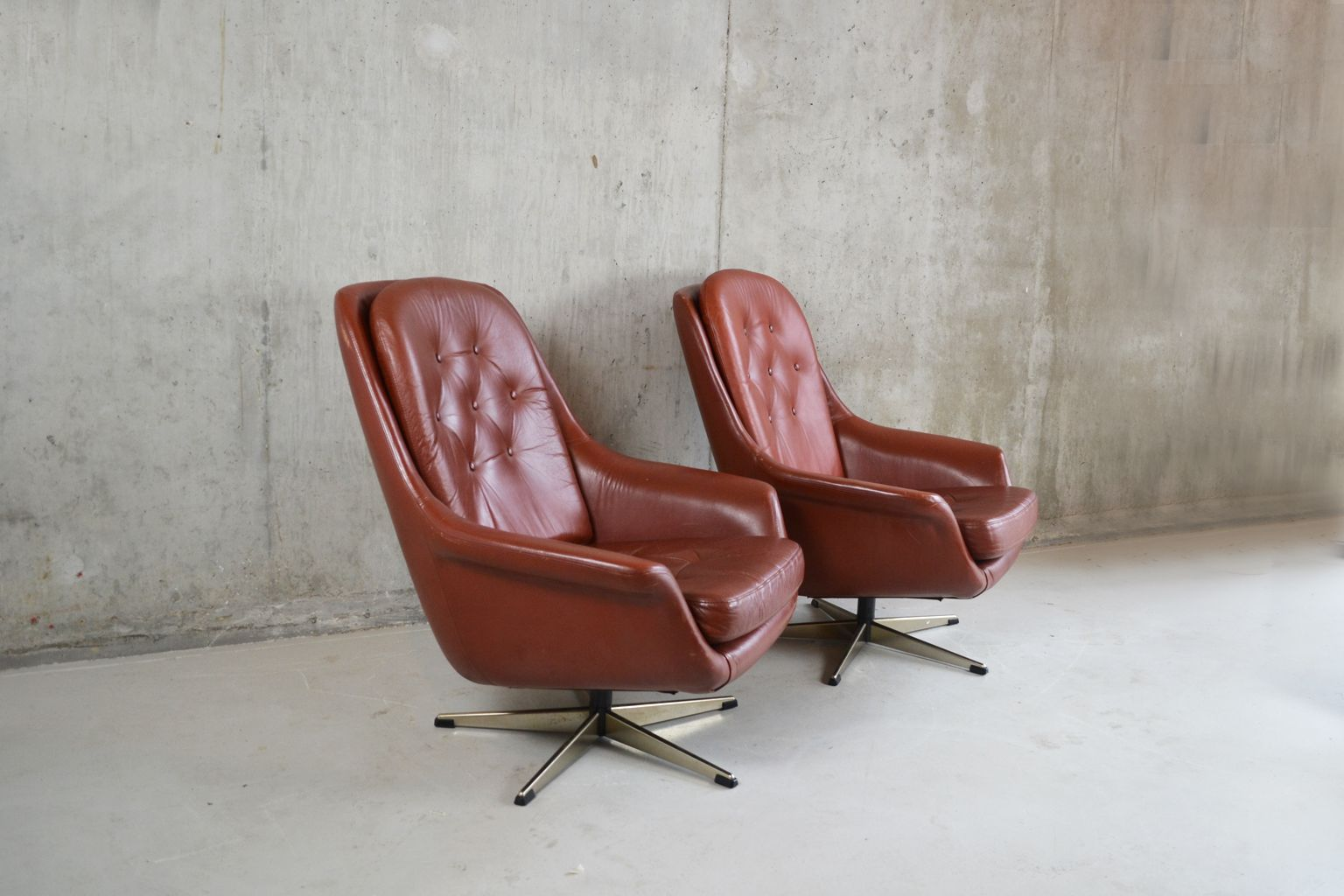 quilted swivel chair industrial metal dining chairs mid century modern tan leather button bucket 1970s