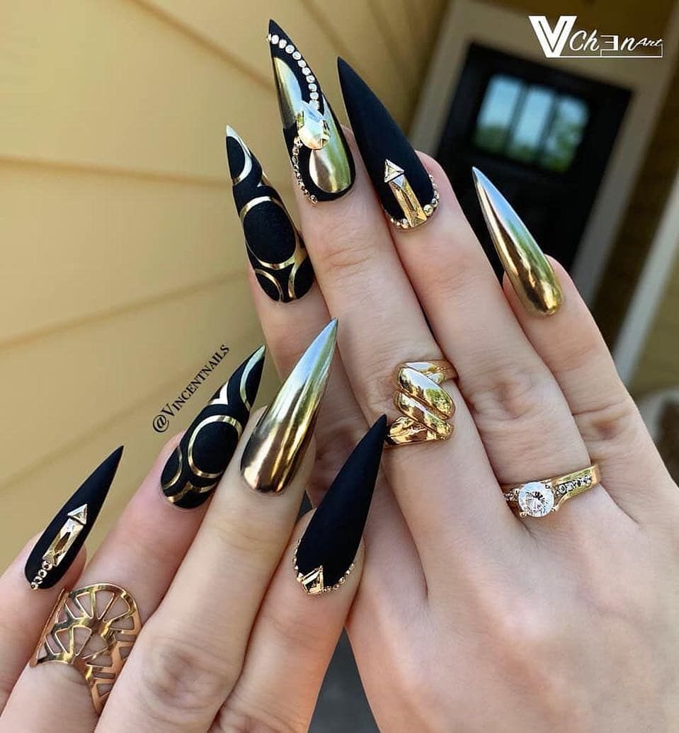Gold Gold Gold Beautiful Black And Gold Combination Done By Vincentnails Follow Fashionmaglo Stiletto Nails Designs Stiletto Nail Art Black Nail Art
