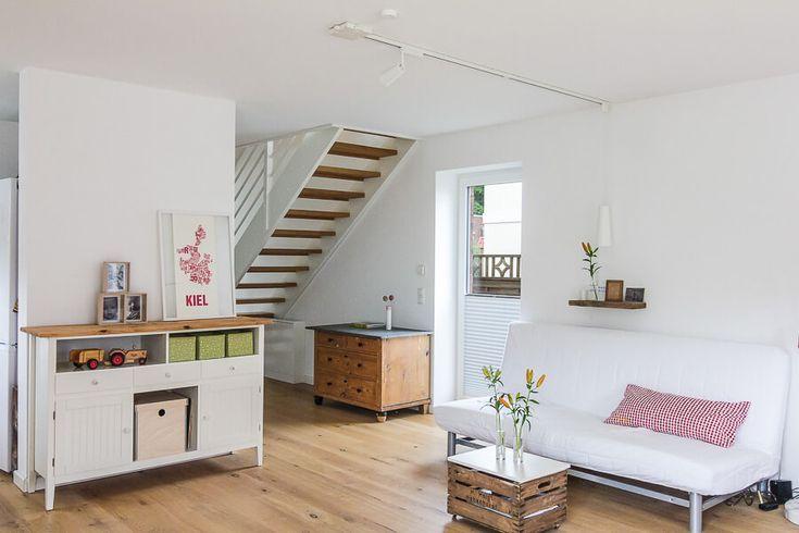 Offenes Wohnzimmer modern mit Treppe Einrichtungsideen
