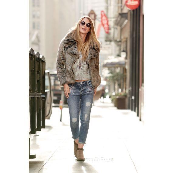 Ob zur Hose oder zum Kleid - diese Jacke macht jedes Outfit zum Hingucker. #jacke #fell #fashion