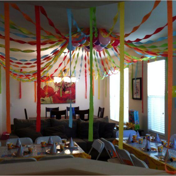 Decorar el techo para una fiesta puede parecer una tarea for Decoraciones para el techo de mi cuarto
