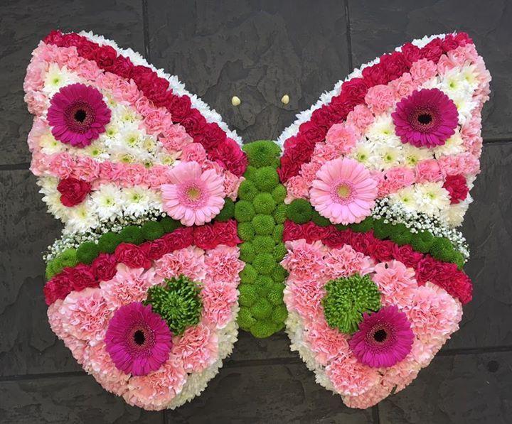 butterfly funeral wreath schmetterling pinterest blumenstrau blumen und grabgestaltung. Black Bedroom Furniture Sets. Home Design Ideas